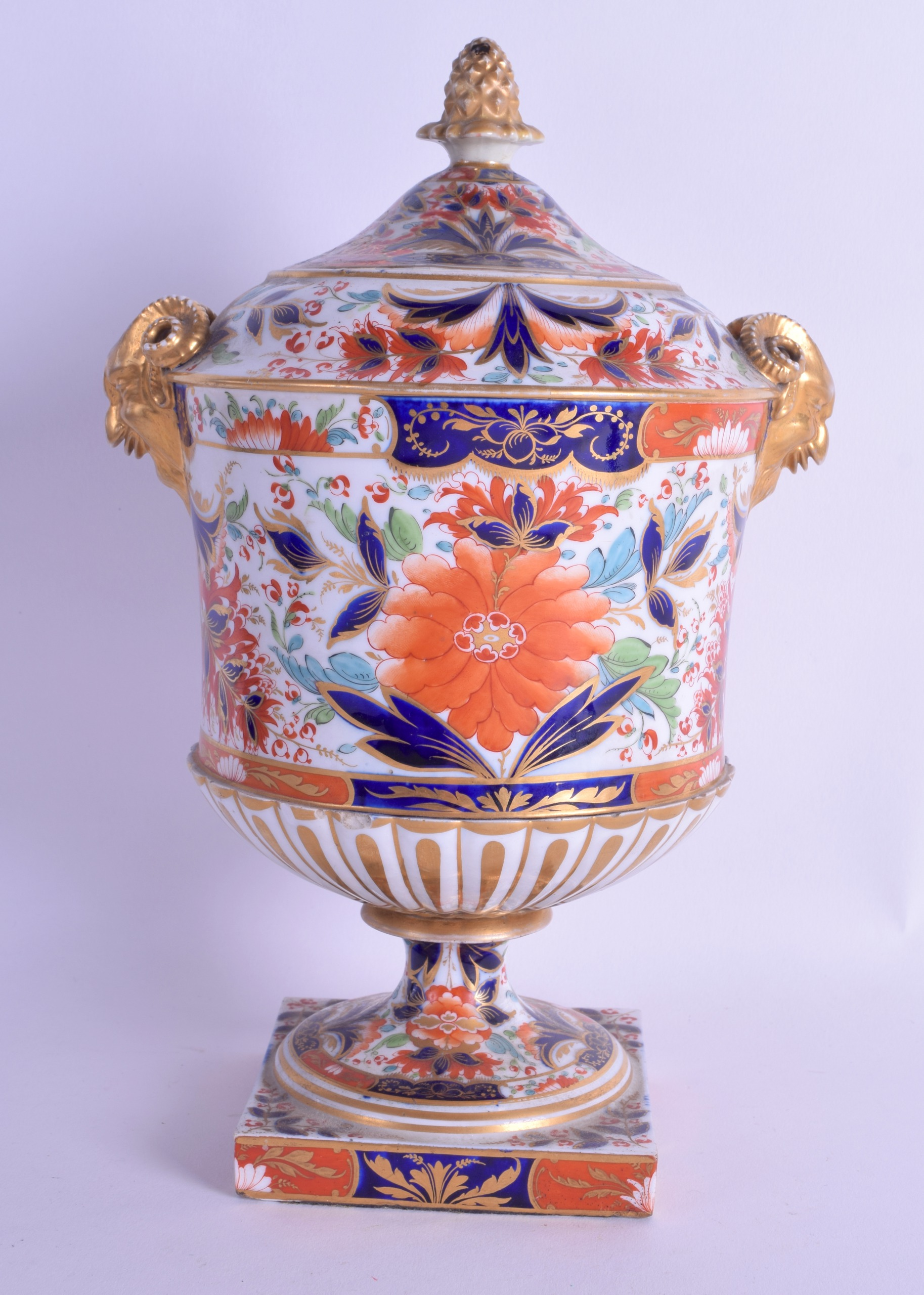 Lot 134 - Early 19th c. Chamberlain Worcester large and impressive vase and cover in imari palette. 28cm high