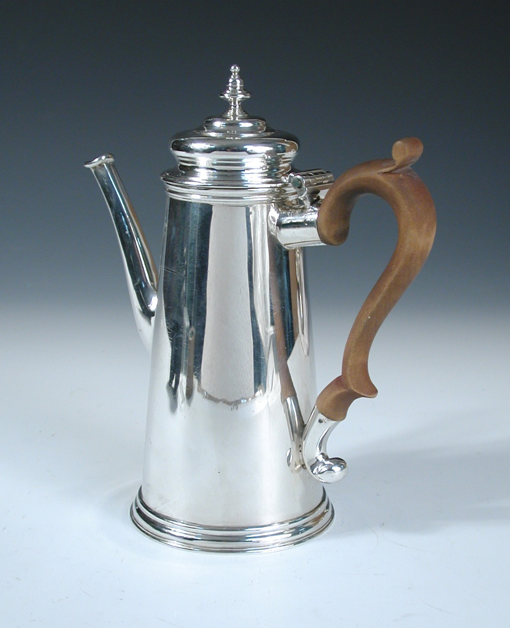 Lot 309 - An 18th century style silver coffee pot, by Charles Stuart Harris & Sons, London 1913, of plain