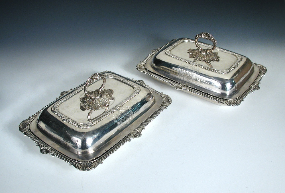 Lot 335 - A pair of George III silver entree dishes and covers, by William Elliott, London 1818, each of