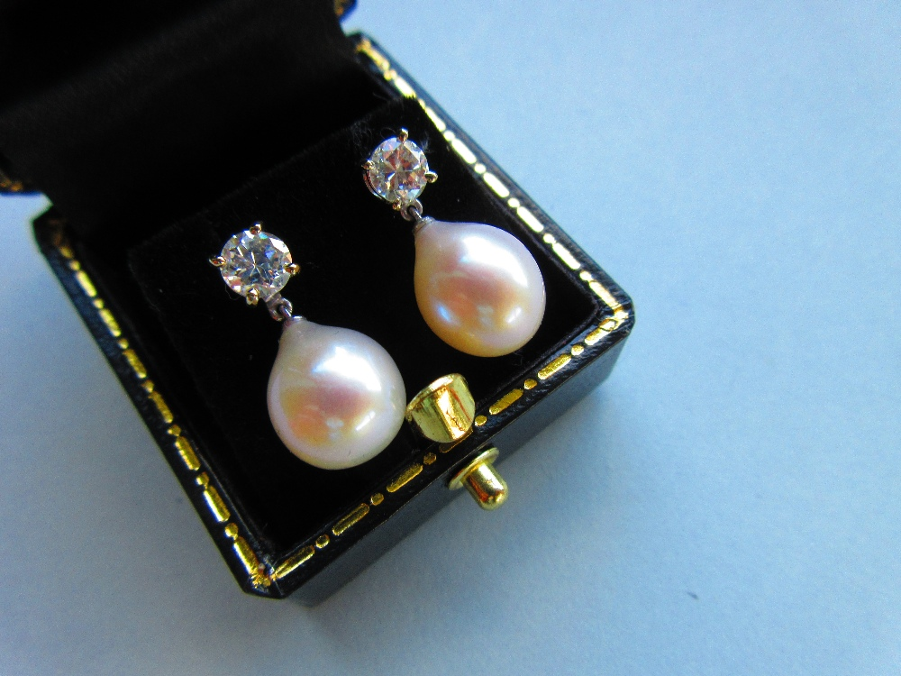 Lot 215 - A pair of diamond earstuds with removeable pearl drops, each post of hallmarked 18ct white gold