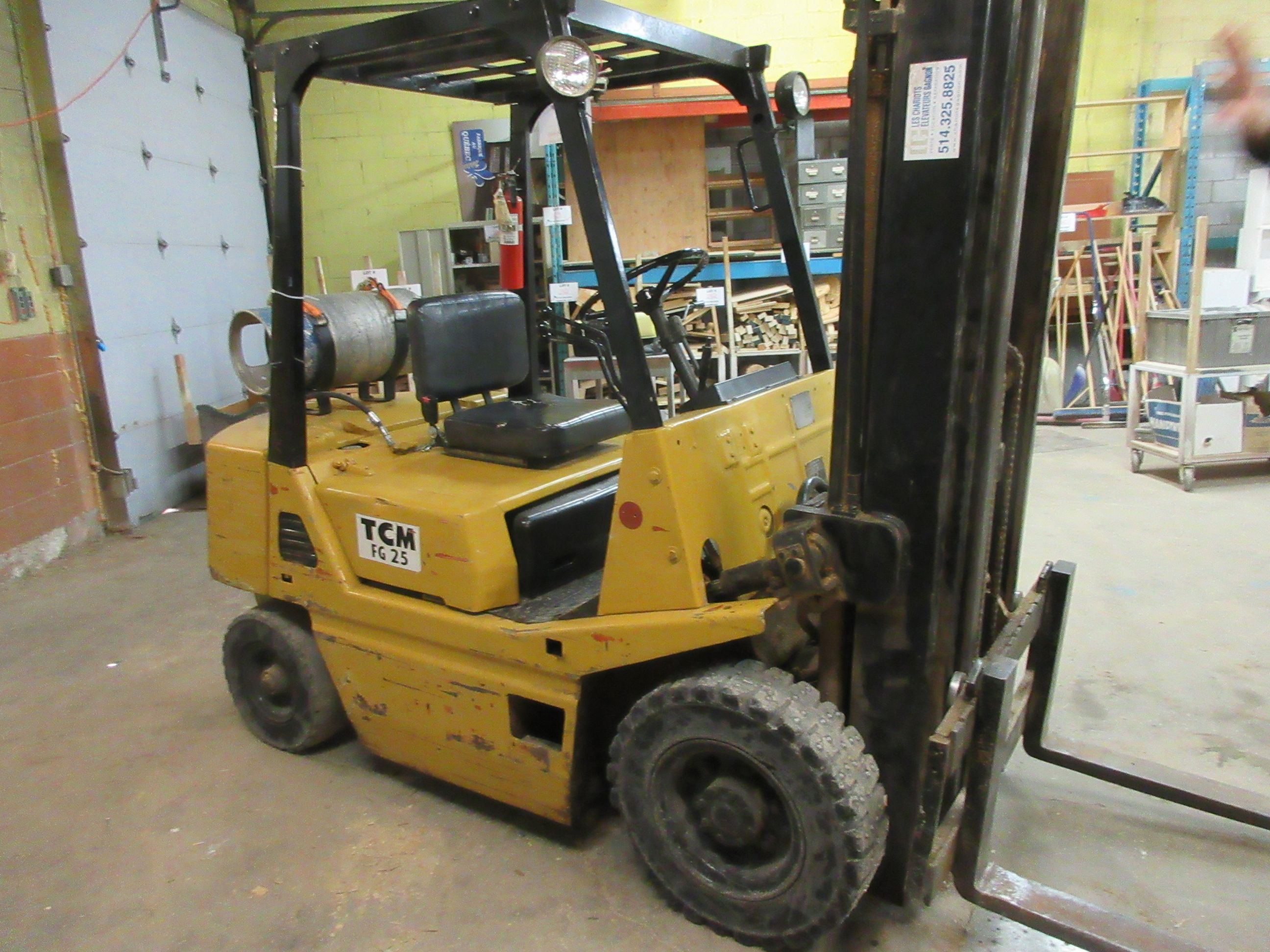 TCM propane forklift, Mod: FG25, 3 sections, CAP: 5,000 lbs - Image 5 of 6