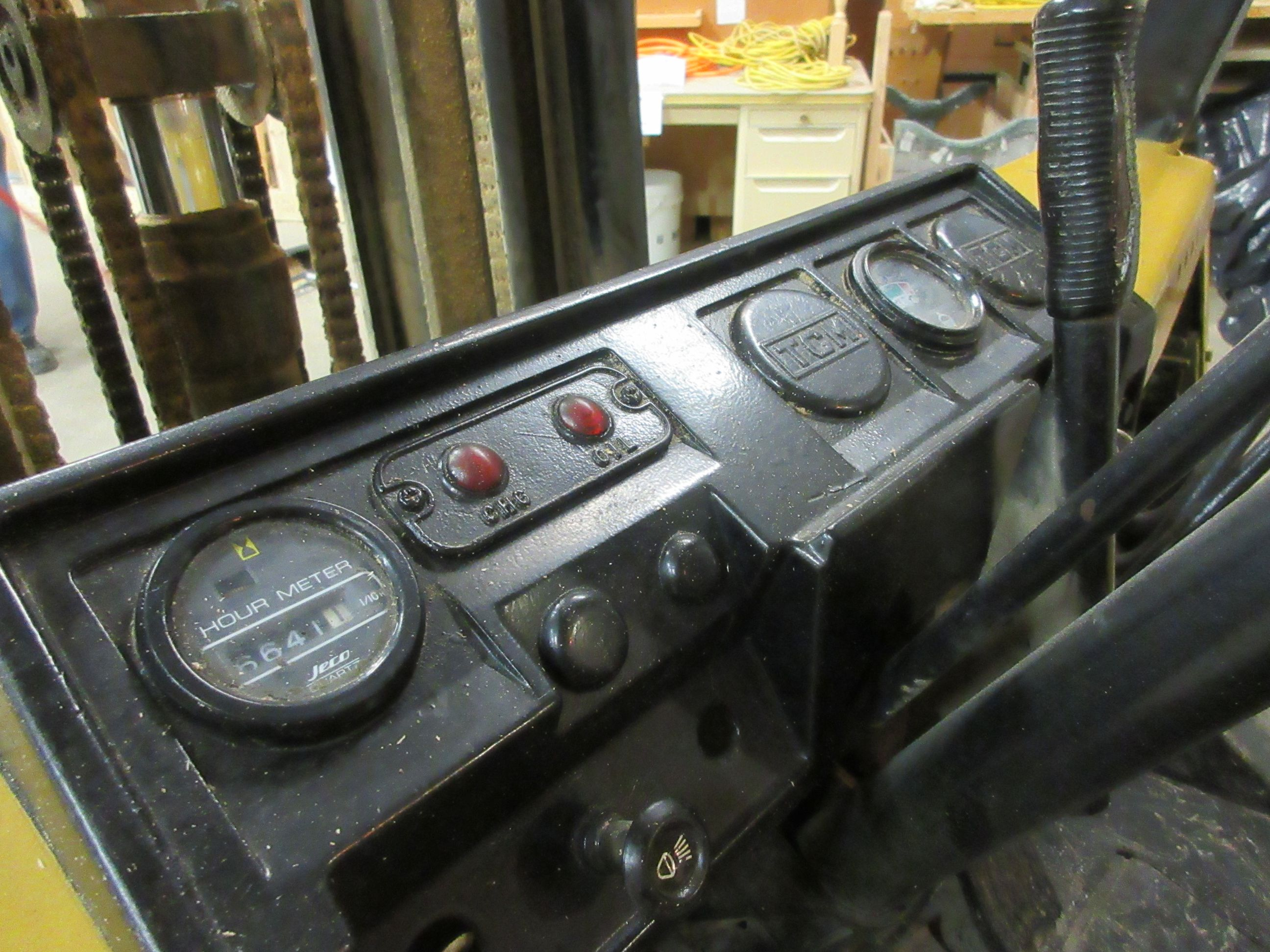 TCM propane forklift, Mod: FG25, 3 sections, CAP: 5,000 lbs - Image 2 of 6