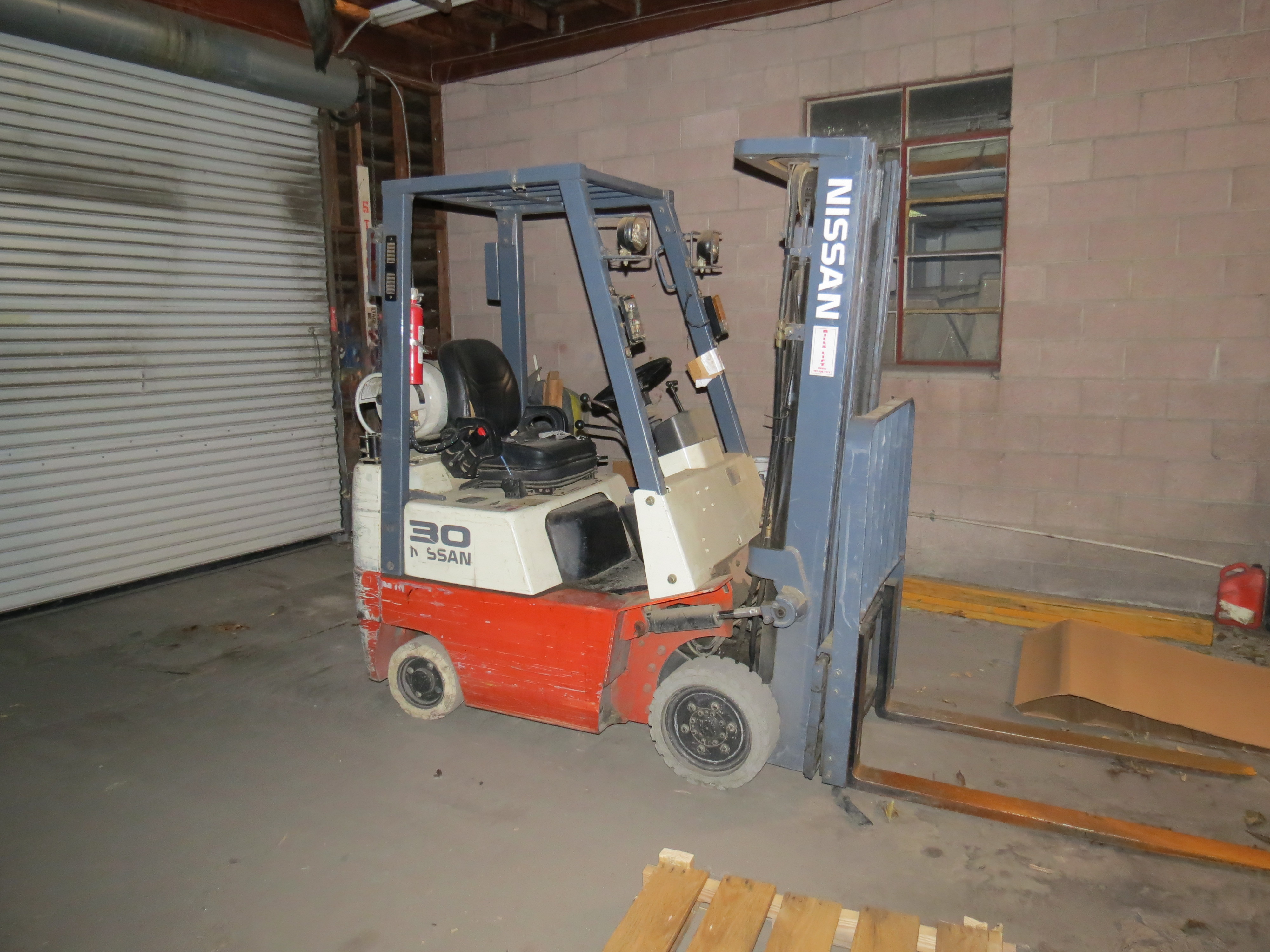 Nissan Model CPJ01A15PV 3-Stage 2500K Capacity LPG Forklift with Side Shift - Image 2 of 6