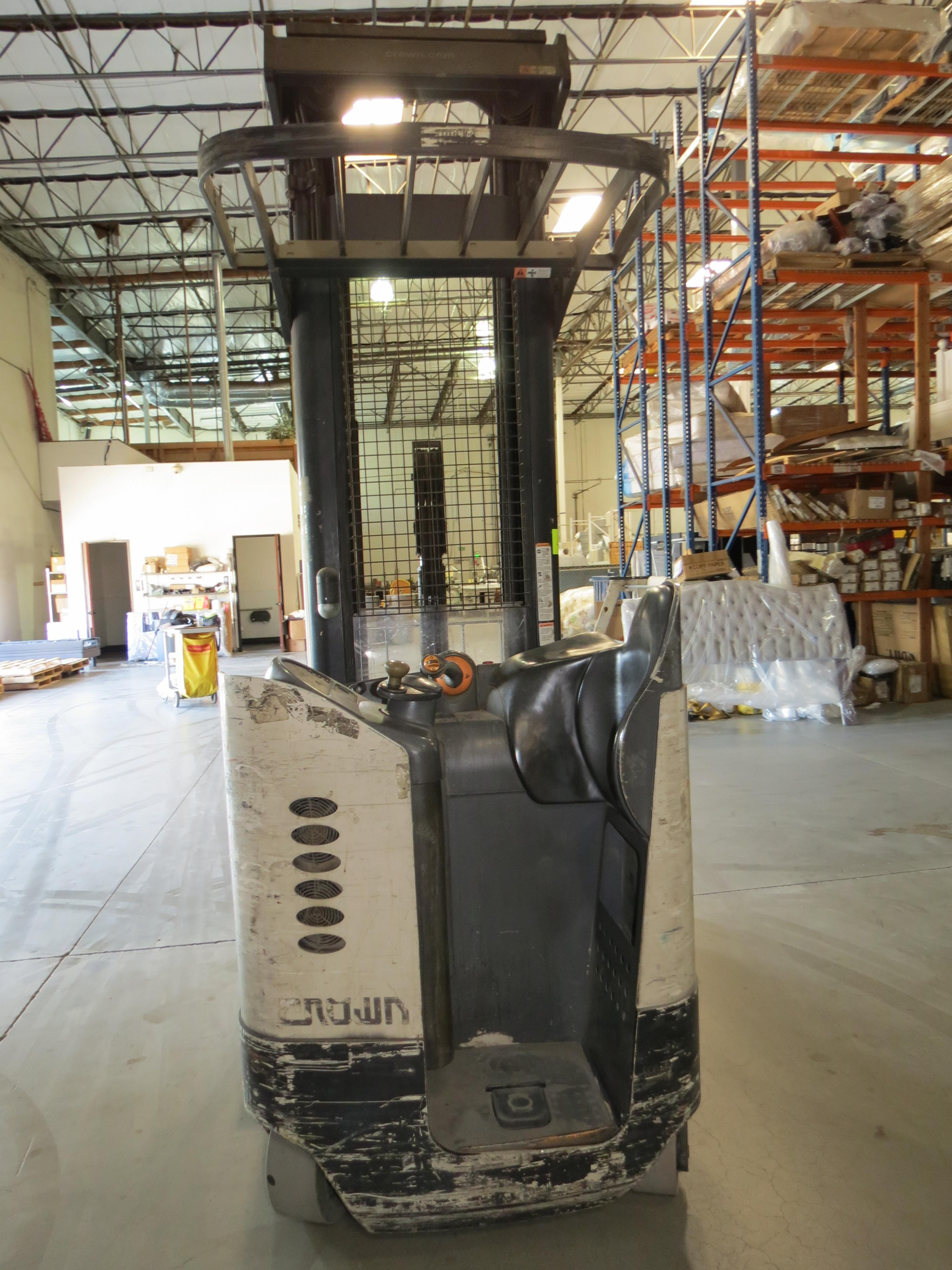 Crown RR 3-Stage Reach Electric Forklift 6860 Capacity SN:1A292256 With Legacy Power System - Image 3 of 4