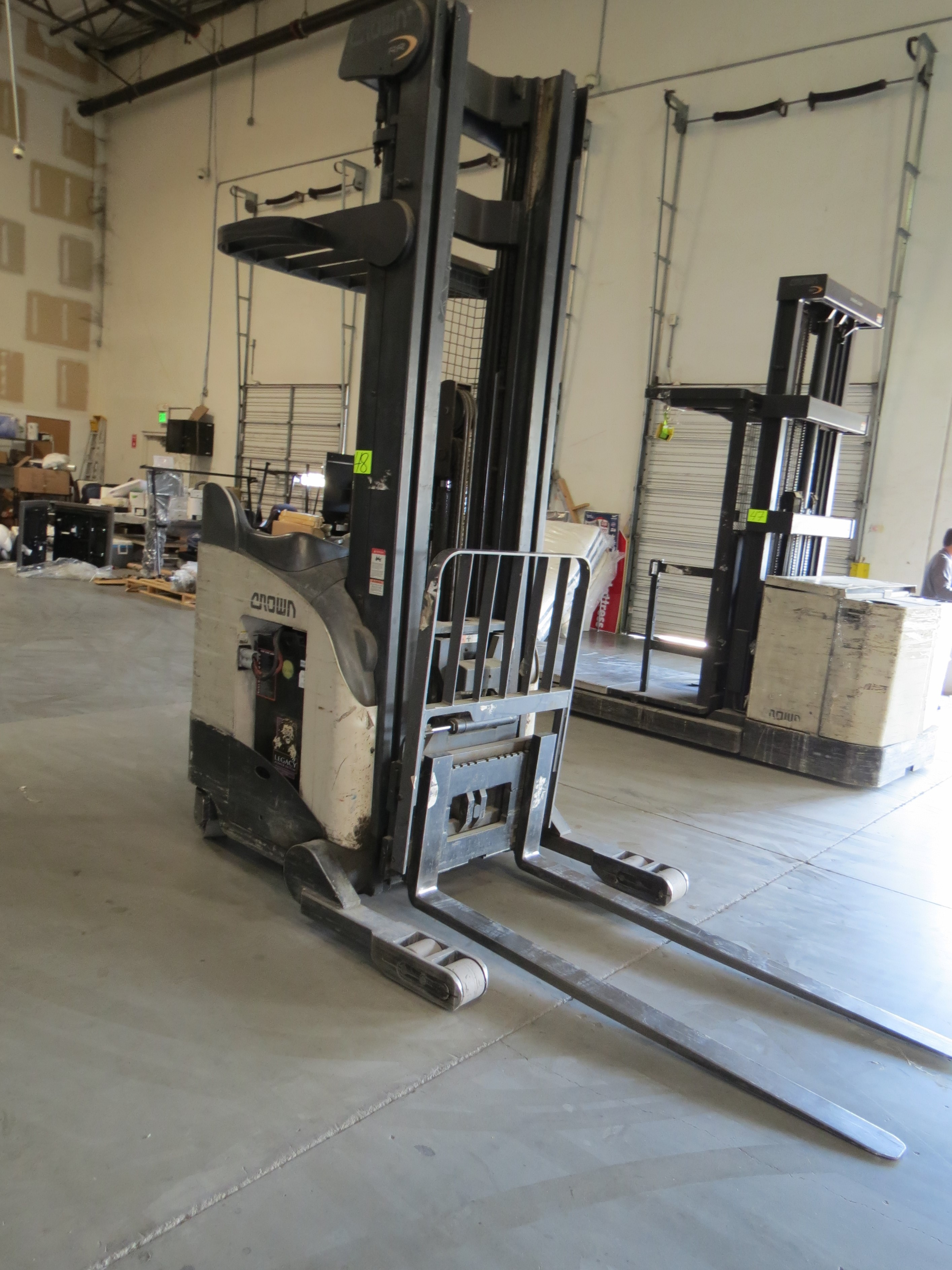 Crown RR 3-Stage Reach Electric Forklift 6860 Capacity SN:1A292256 With Legacy Power System - Image 2 of 4