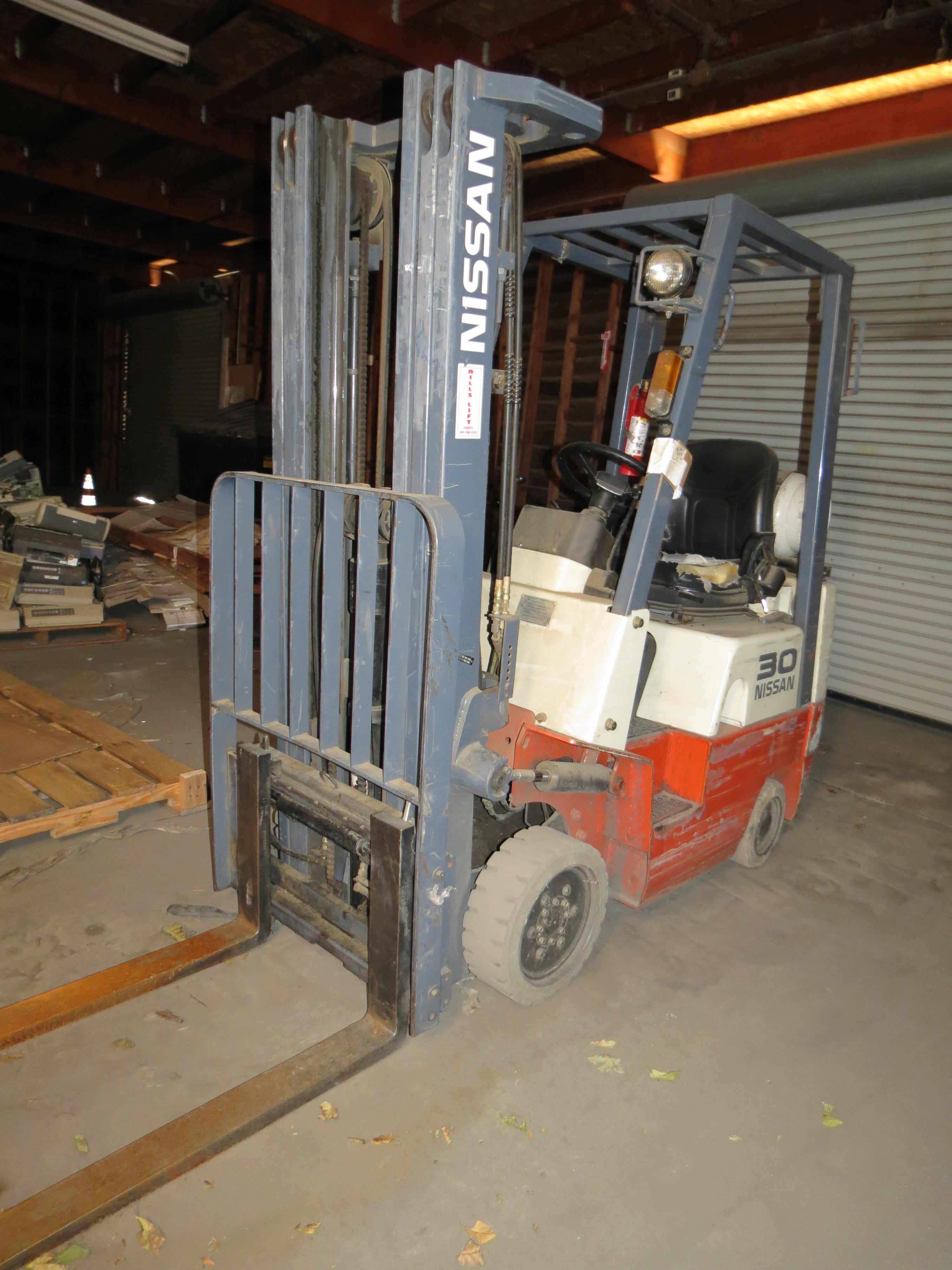Nissan Model CPJ01A15PV 3-Stage 2500K Capacity LPG Forklift with Side Shift