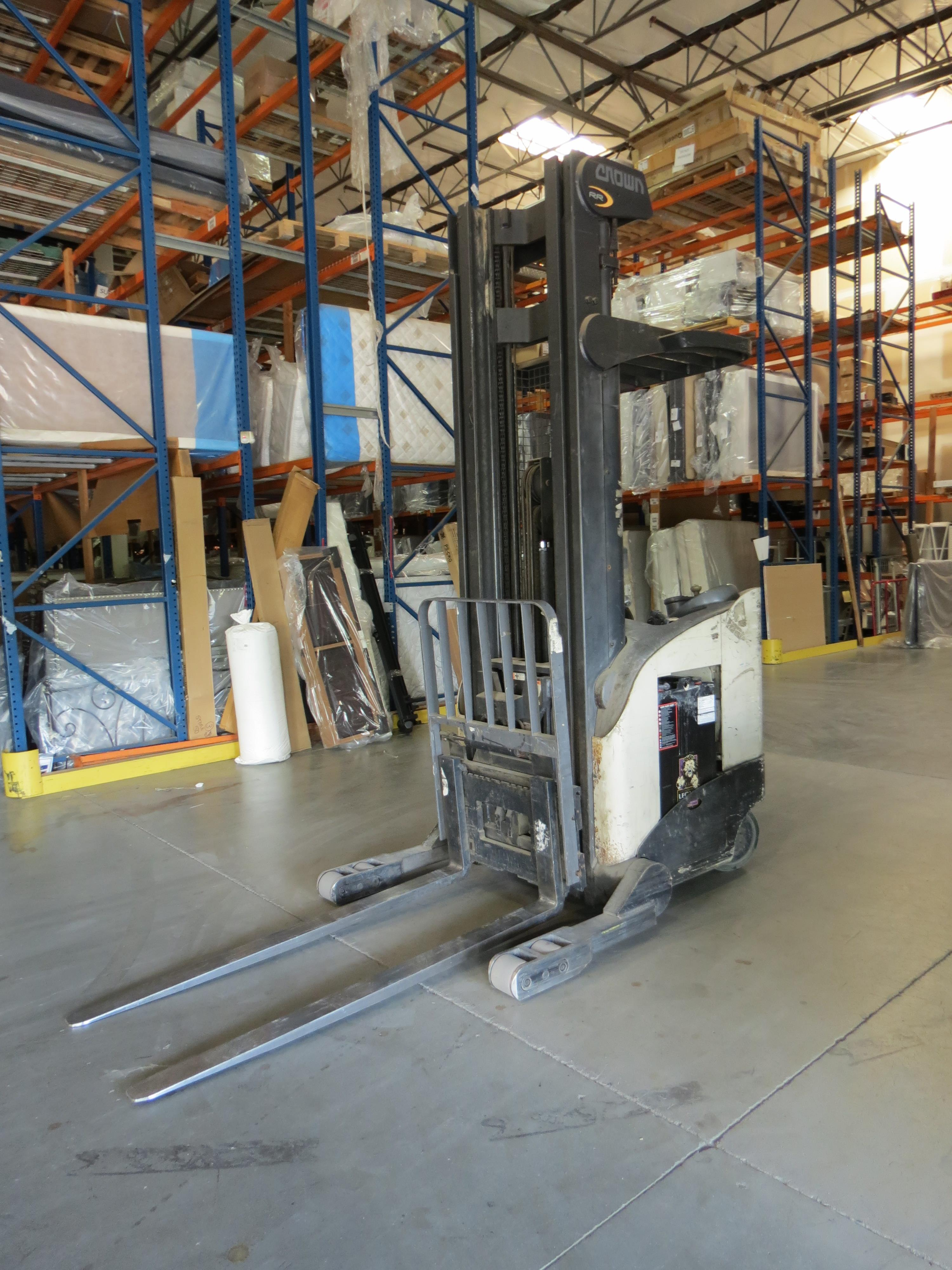 Crown RR 3-Stage Reach Electric Forklift 6860 Capacity SN:1A292256 With Legacy Power System