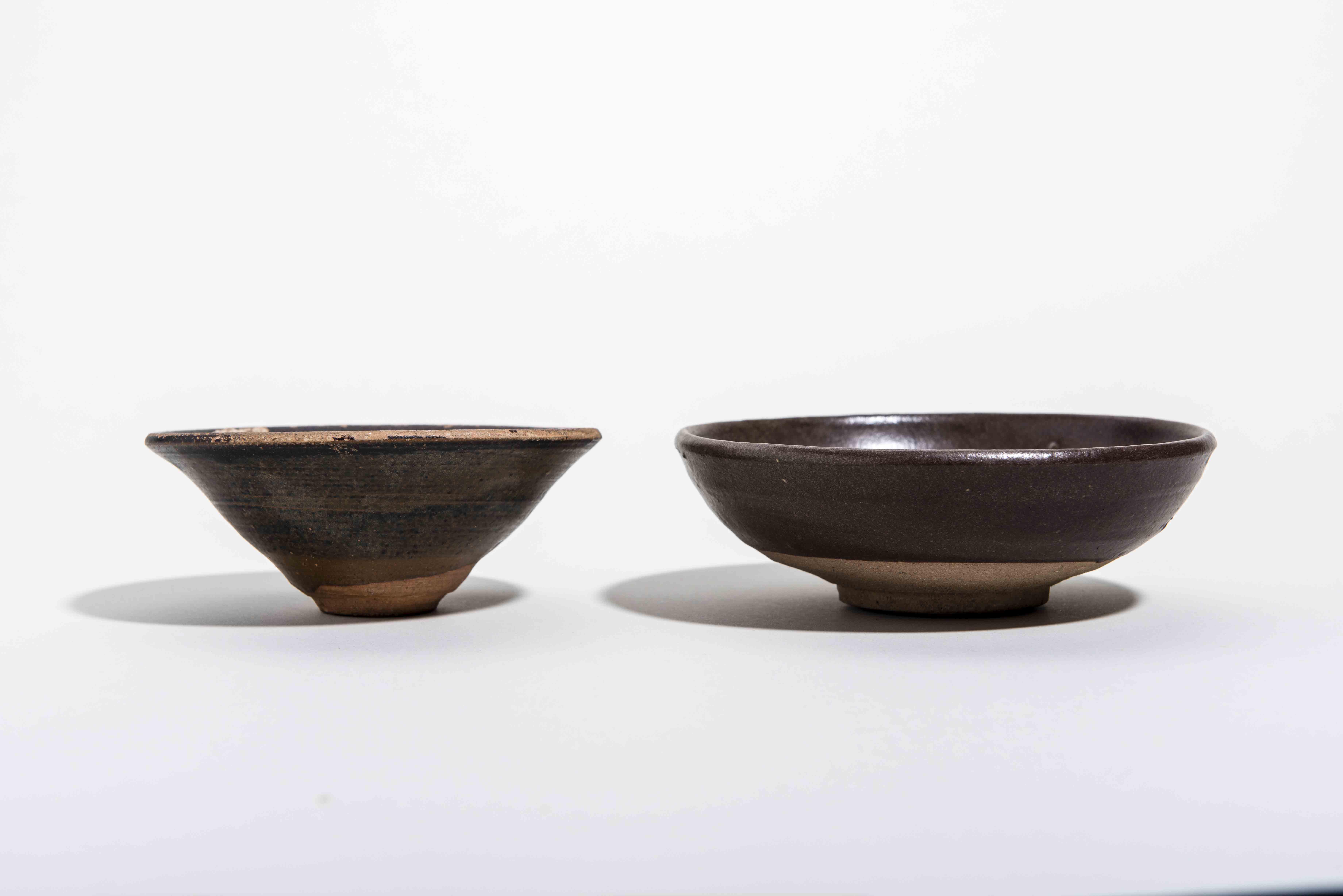 zwei teeschalen glasierte keramik china song dynastie und sp terdie kleinere schale ist die lt. Black Bedroom Furniture Sets. Home Design Ideas