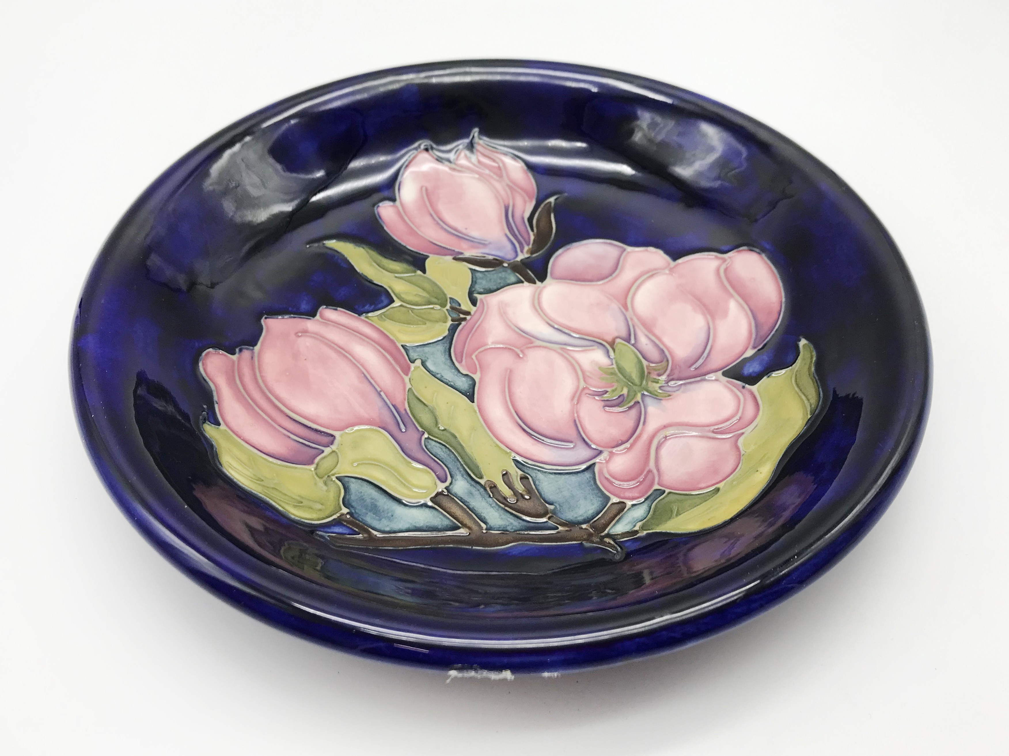 Lot 32 - SIGNED EARLY MOORCROFT PLATE - MAGNOLIA PATTERN