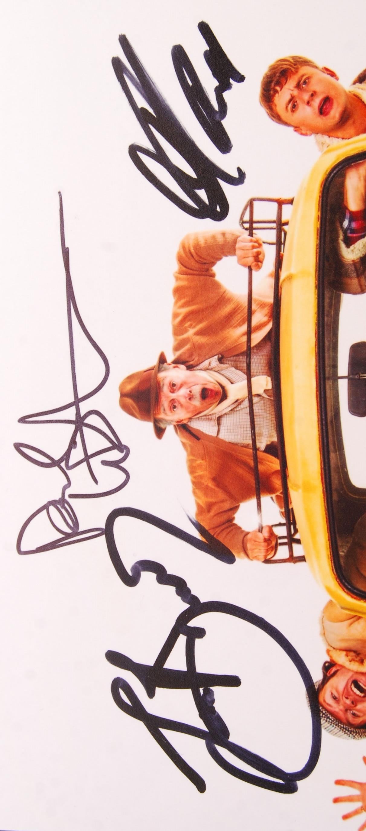 ONLY FOOLS & HORSES THE MUSICAL - CAST SIGNED PHOT - Image 2 of 2