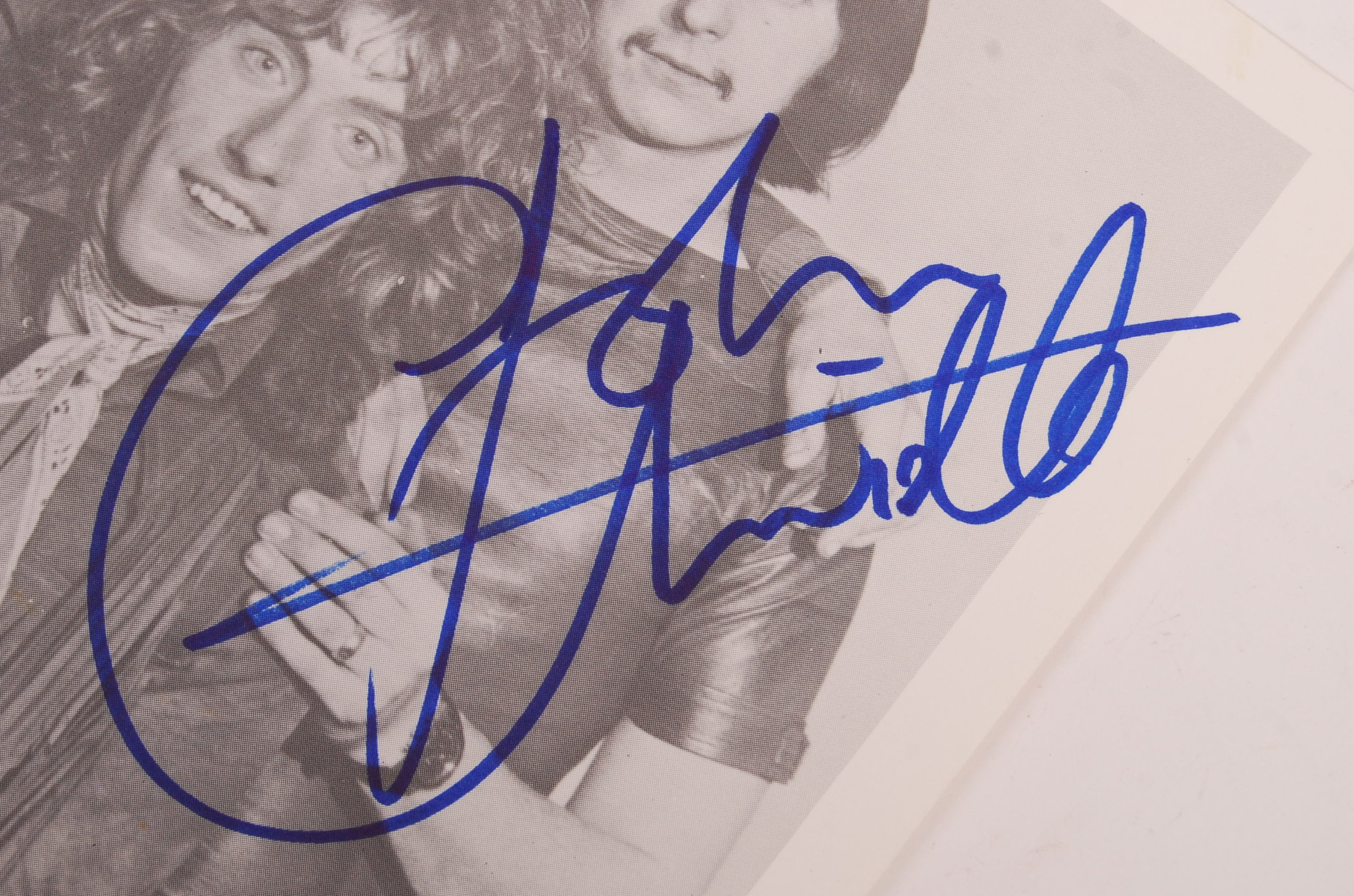 "RARE ' THE WHO ' VINTAGE SIGNED 8X10"" PROMOTIONAL - Image 4 of 4"