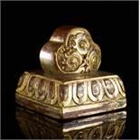 KALACAKRA-SIEGEL Bronze mit Vergoldung. Sinotibetisch, Qing-Dynastie, 18. – 19. Jh. Ein