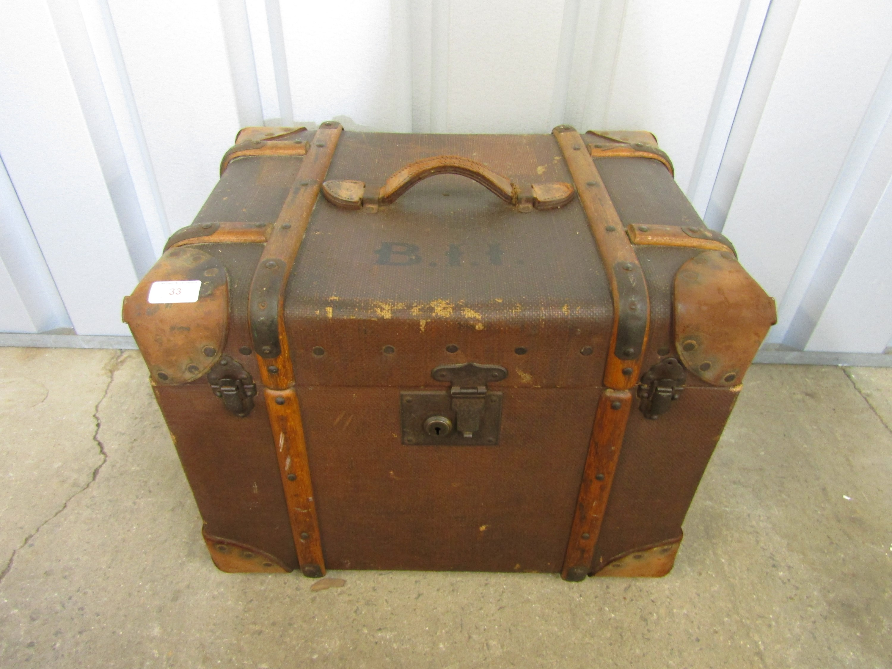 Lot 33 - A vintage luggage box