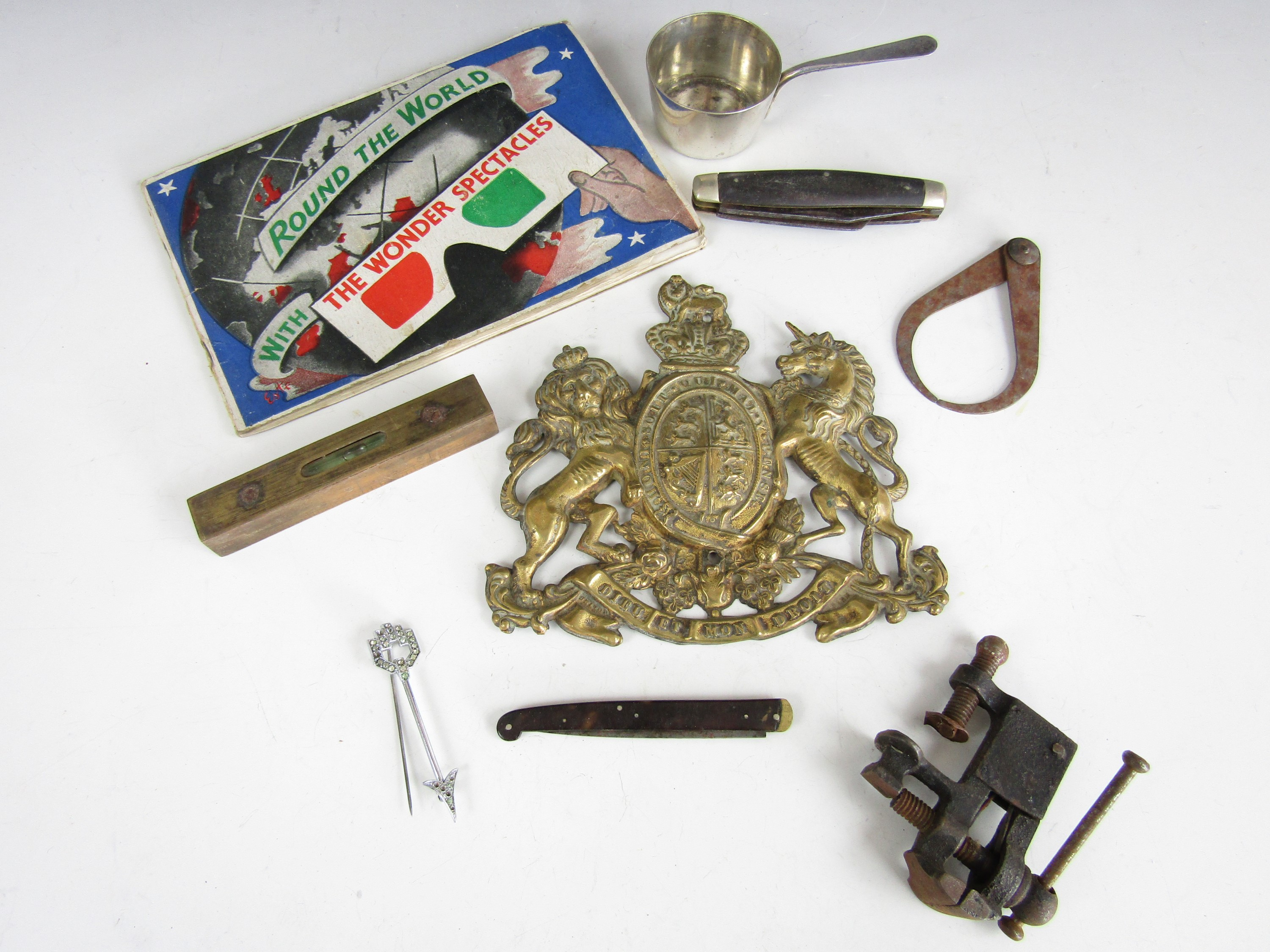 Lot 49 - Sundry collectors' items including a vintage game, callipers and penknives etc.