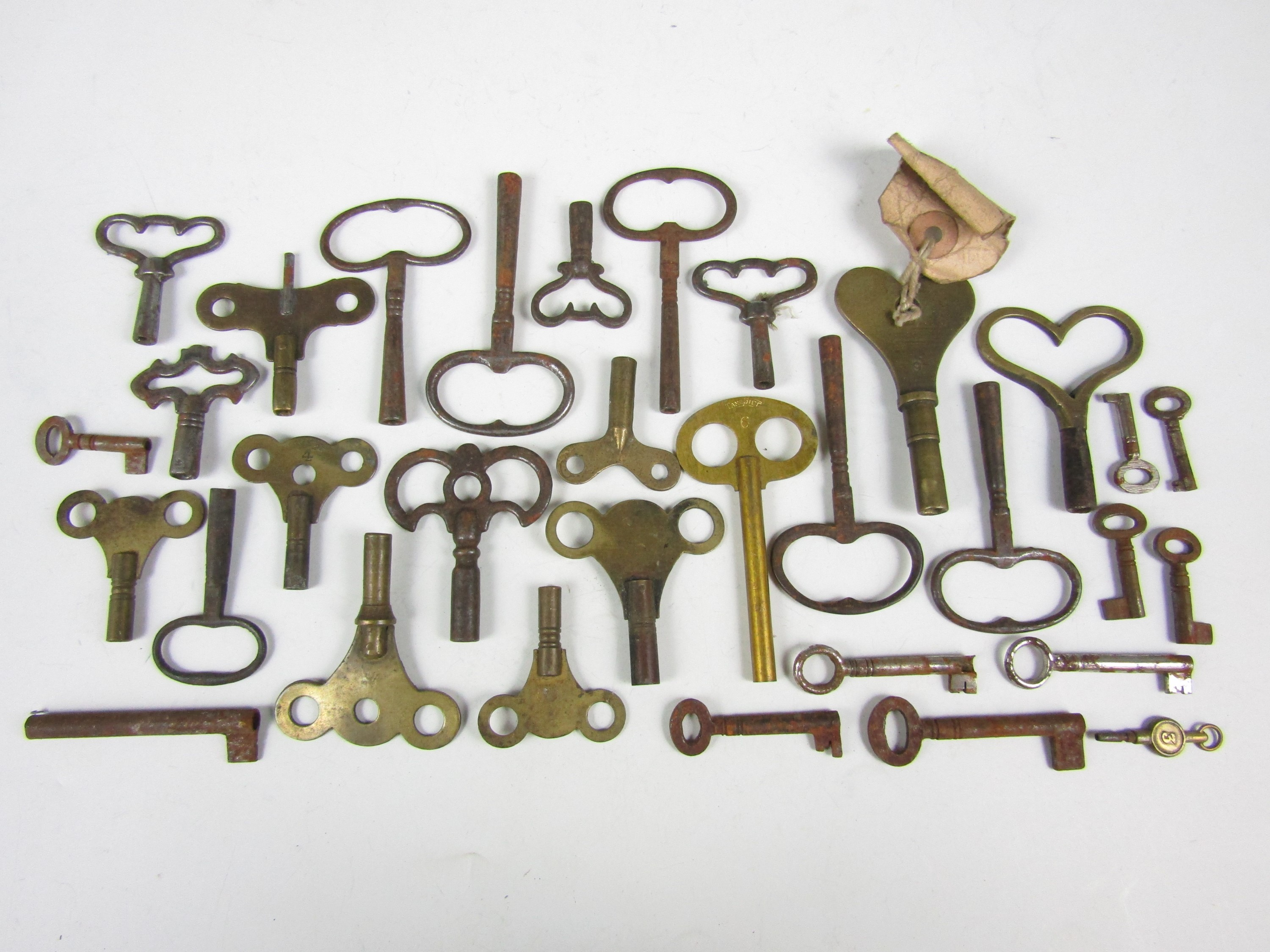 Lot 11 - Sundry vintage clock keys