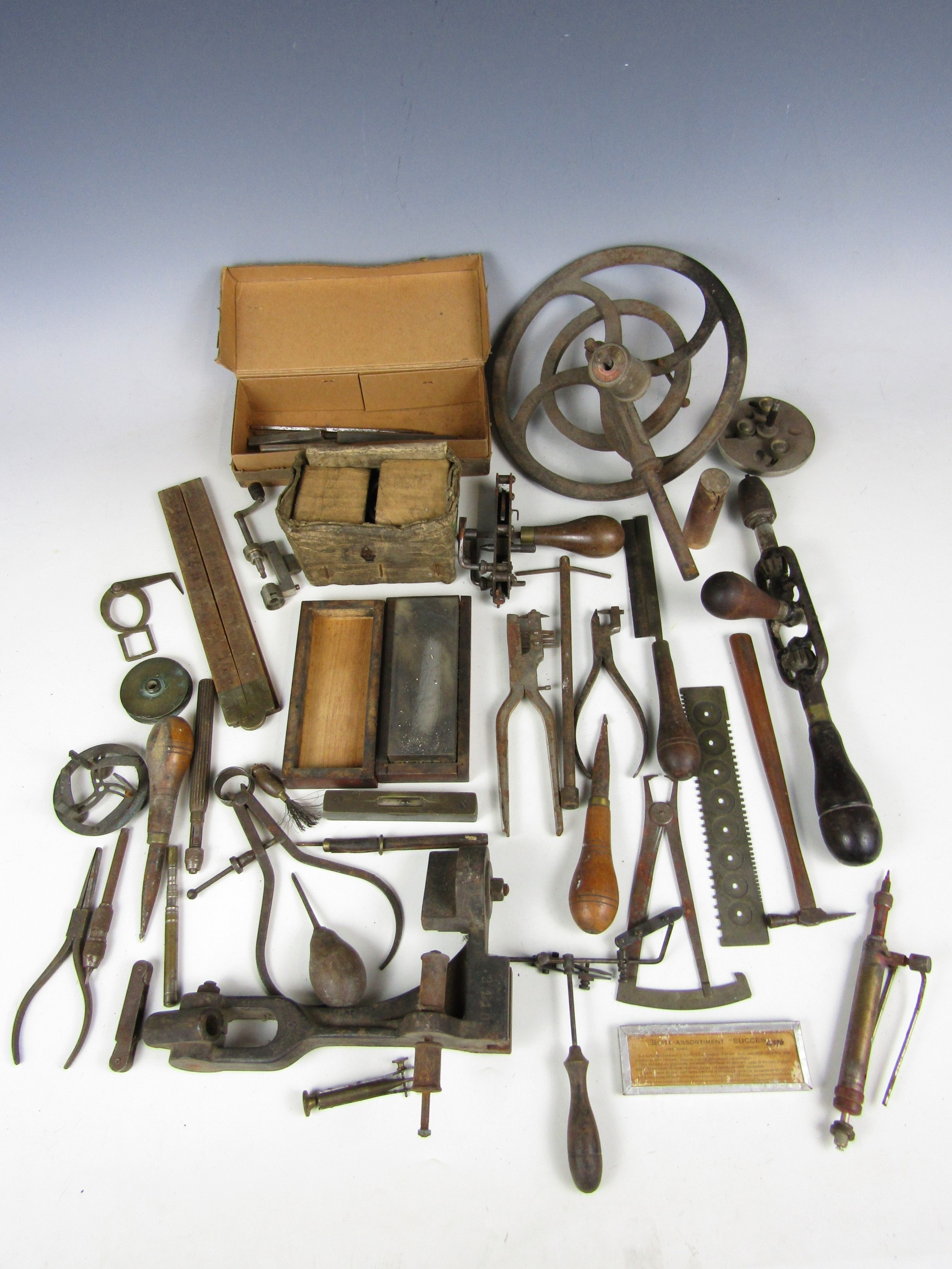 Lot 7 - A large quantity of vintage watchmakers' tools