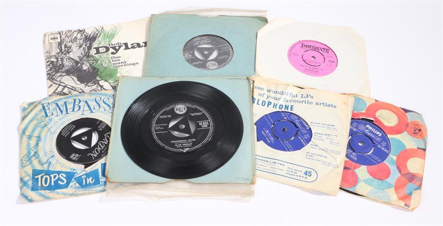 """Lot 2 - 7 x 1950s/60s 7"""" singles. Elvis Presley - Heartbreak Hotel/All Shook Up RCA 1088. King Creole/"""