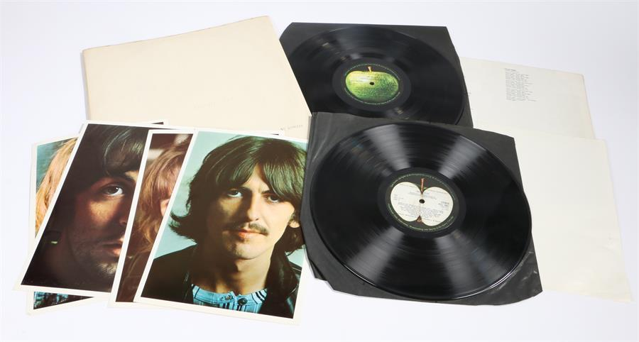 Lot 10 - The Beatles, White Album. No. 0586733, Stereo, PCS 7067 YEX 709/10//11/12 - 1. Top opening with