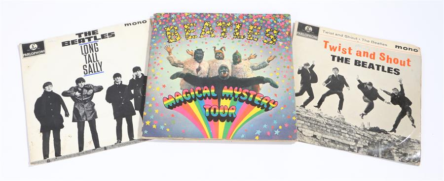 "Lot 3 - 3 x Beatles EPs, Magical Mystery Tour, 2 x 7"" with gatefold sleeve and booklet, MMT-1 mono. Long"