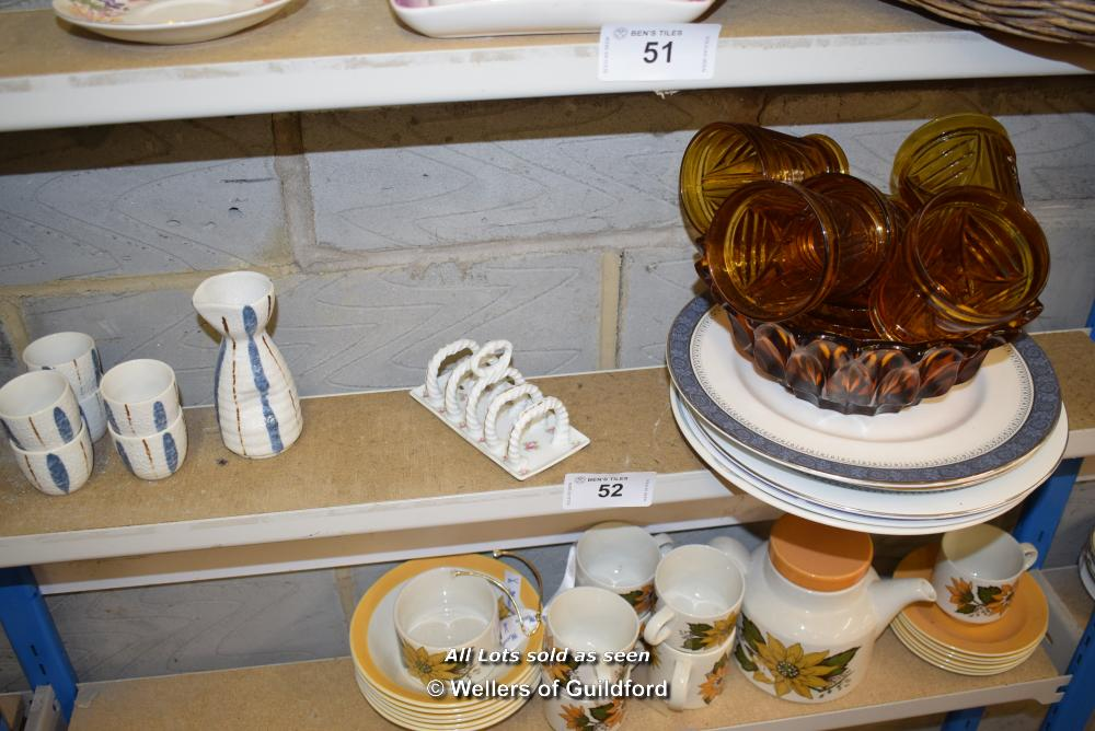 Lot 52 - *SHELF OF GLASSWARE, PORCELAIN WARE AND COLLECTABLES