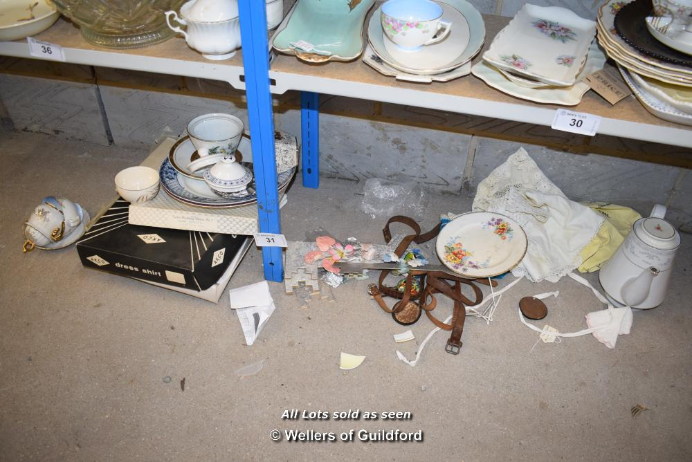 Lot 31 - *SHELF OF PORCELAIN WARE AND COLLECTABLES