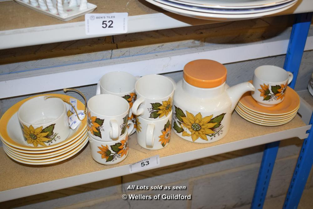 Lot 53 - *SHELF OF PORCELAIN WARE AND COLLECTABLES
