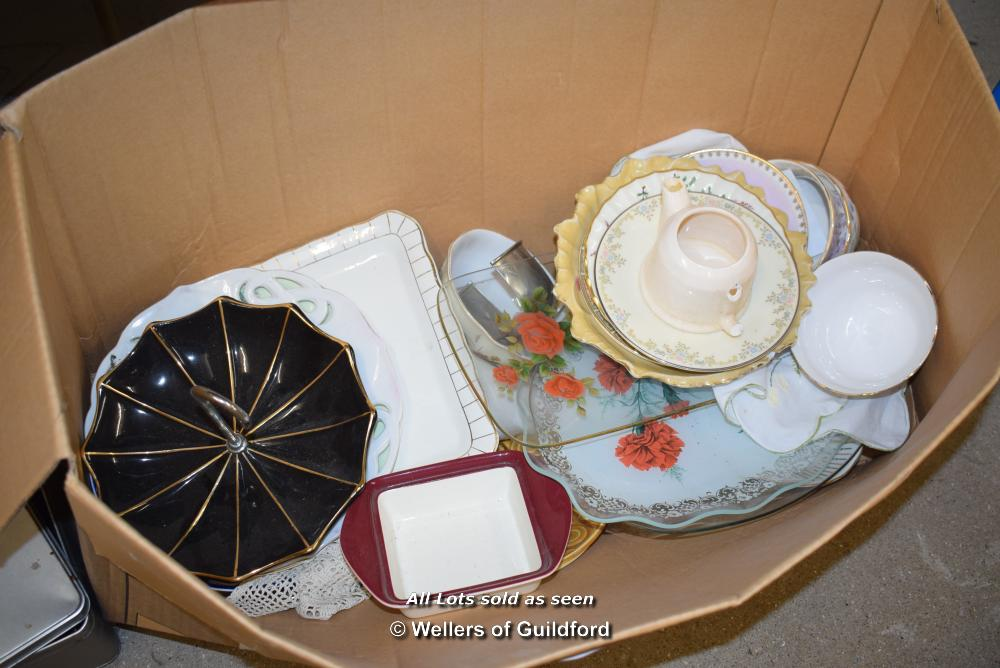 Lot 24 - *BOX CONTAINING PORCELAIN WARE AND COLLECTABLES