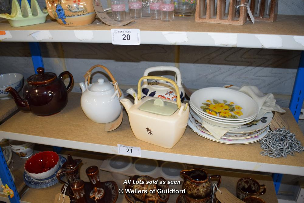 *SHELF OF PORCELAIN WARE AND COLLECTABLES INCLUDING TEAPOTS