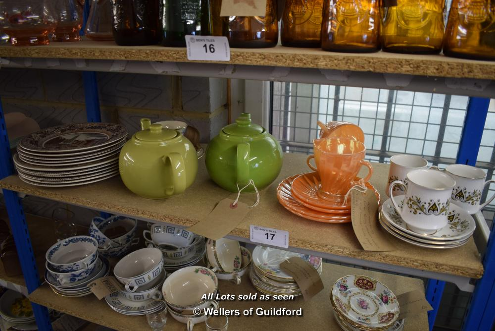 Lot 17 - *SHELF OF PORCELAIN WARE AND COLLECTABLES