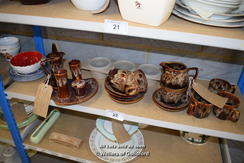 Lot 22 - *SHELF OF PORCELAIN WARE AND COLLECTABLES