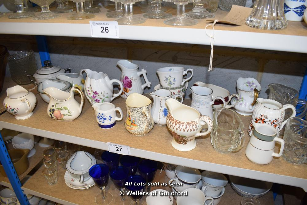 *SHELF OF GLASSWARE, PORCELAIN WARE AND COLLECTABLES