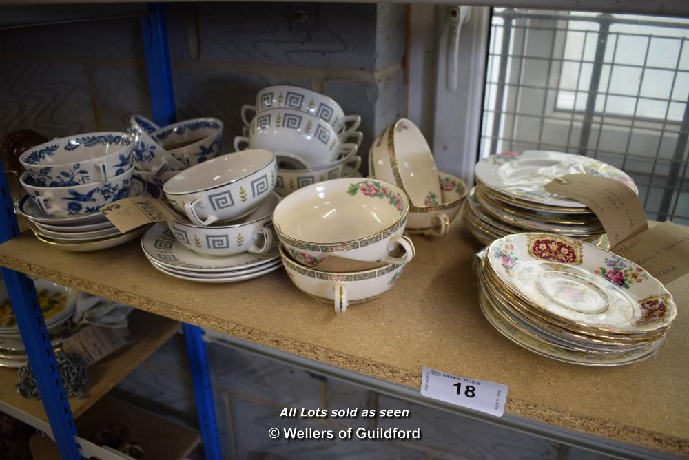 Lot 18 - *SHELF OF PORCELAIN WARE AND COLLECTABLES