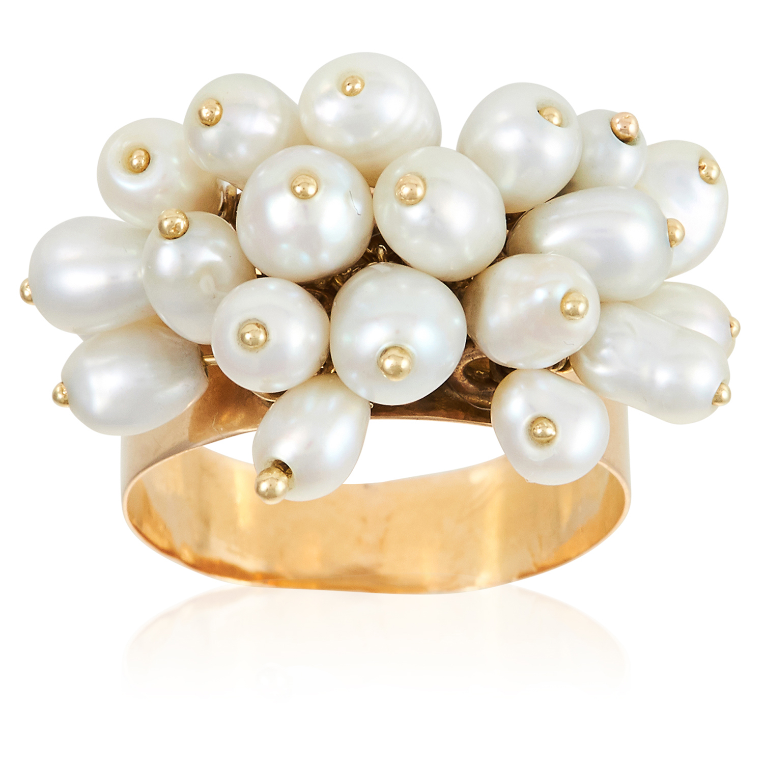 Los 332 - A PEARL RING in 18ct yellow gold, jewelled with articulated pearl tassels, stamped 750, size O /