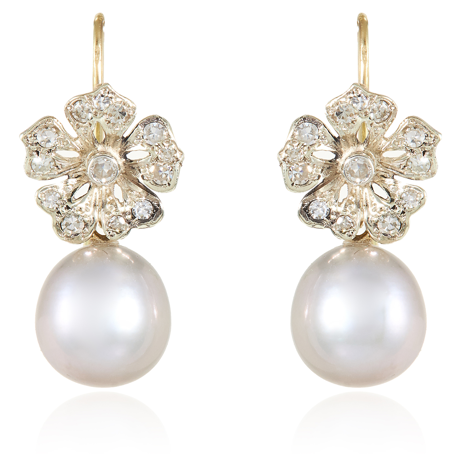 Los 32 - A PAIR OF ANTIQUE PEARL AND DIAMOND EARRINGS in yellow gold and platinum, each suspending a pearl