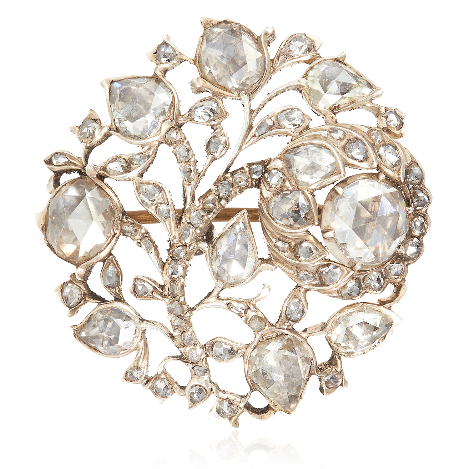 Los 42 - AN ANTIQUE DIAMOND BROOCH, 19TH CENTURY possibly Colonial, of circular form with foliate and