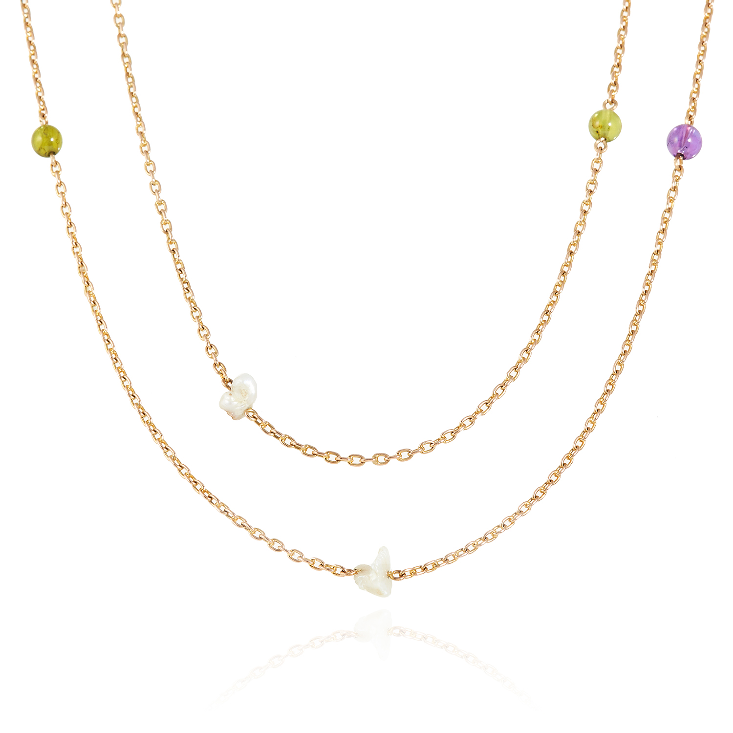 Los 12 - AN ANTIQUE NATURAL PEARL, PERIDOT AND AMETHYST SUFFRAGETTE SAUTOIR NECKLACE, EARLY 20TH CENTURY in