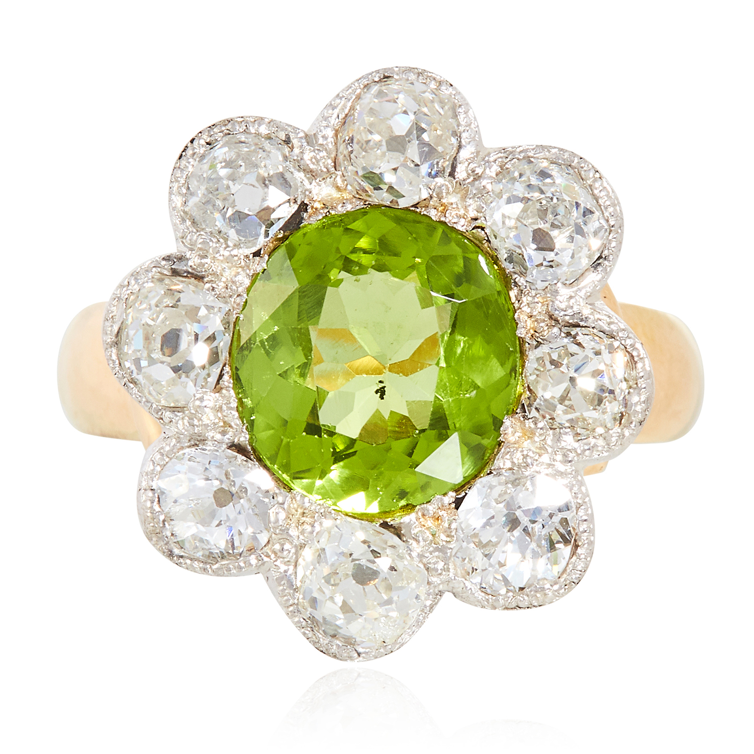 Los 14 - A PERIDOT AND DIAMOND CLUSTER RING in yellow gold, set with a round cut peridot of approximately 2.
