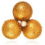 AN ANTIQUE ETRUSCAN REVIVAL PEARL CLOVER BROOCH, 19TH CENTURY in high carat yellow gold, the trefoil