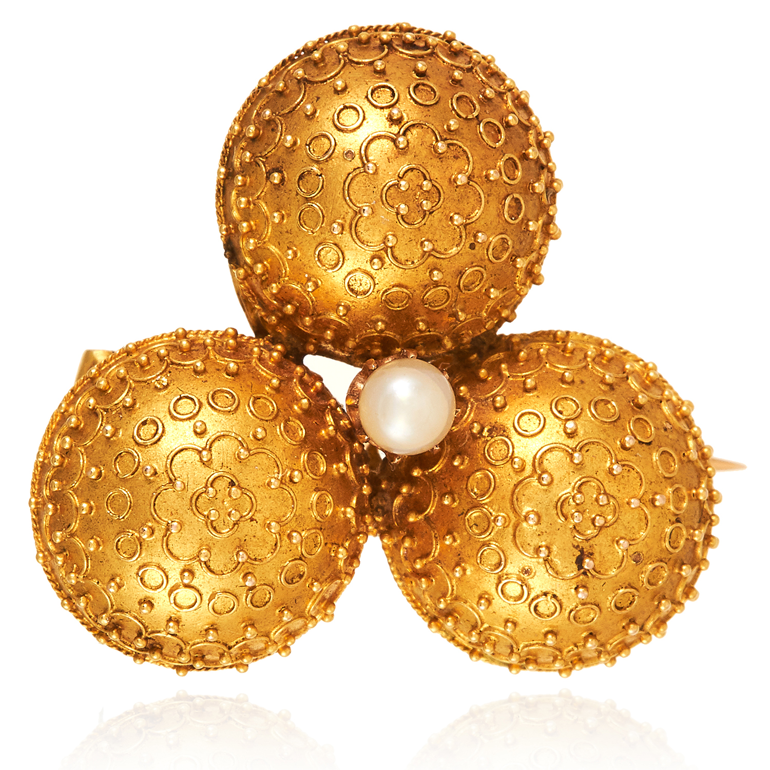 Los 57 - AN ANTIQUE ETRUSCAN REVIVAL PEARL CLOVER BROOCH, 19TH CENTURY in high carat yellow gold, the trefoil