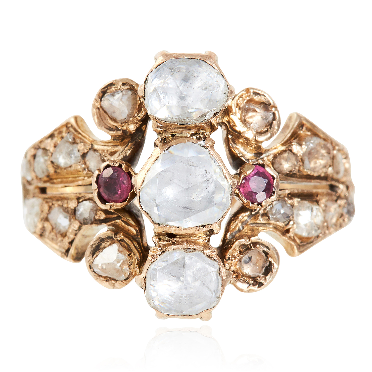 Los 46 - AN ANTIQUE DIAMOND AND RUBY DRESS RING, 19TH CENTURY in yellow gold, set with three central rose cut