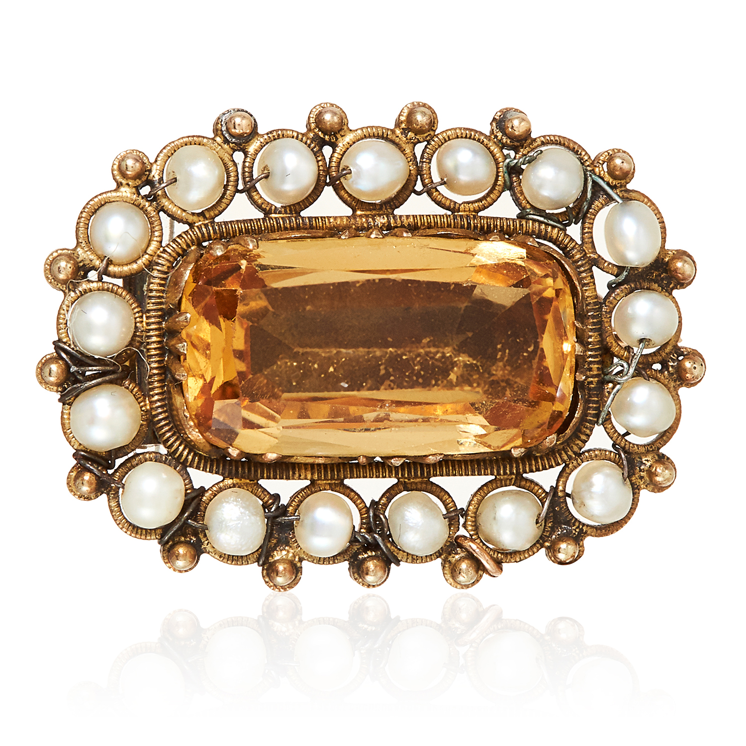Los 48 - AN ANTIQUE IMPERIAL TOPAZ AND CITRINE BROOCH, 19TH CENTURY in high carat yellow gold, the central
