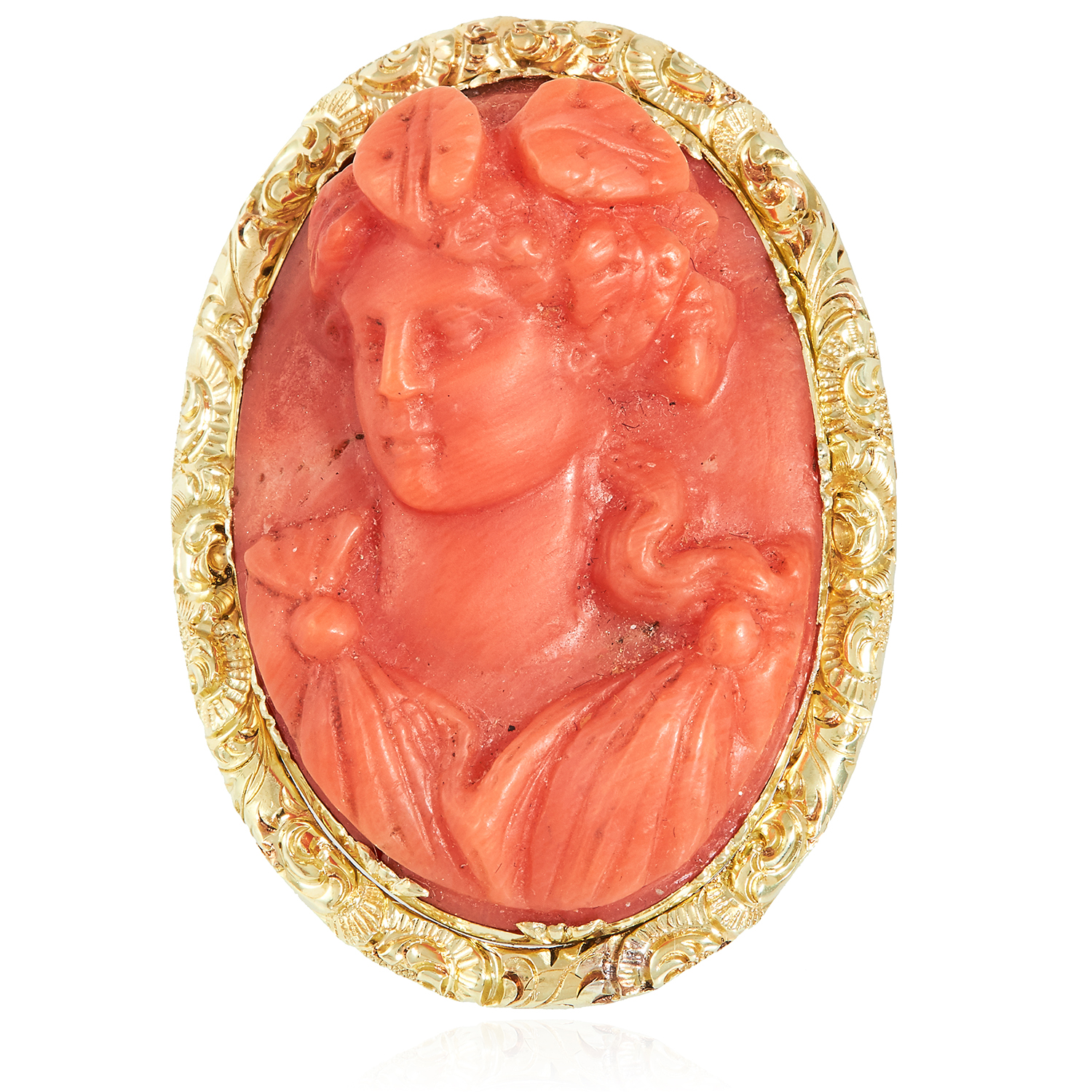 Los 56 - AN ANTIQUE CARVED CORAL CAMEO RING, 19TH CENTURY in high carat yellow gold, the large oval cameo
