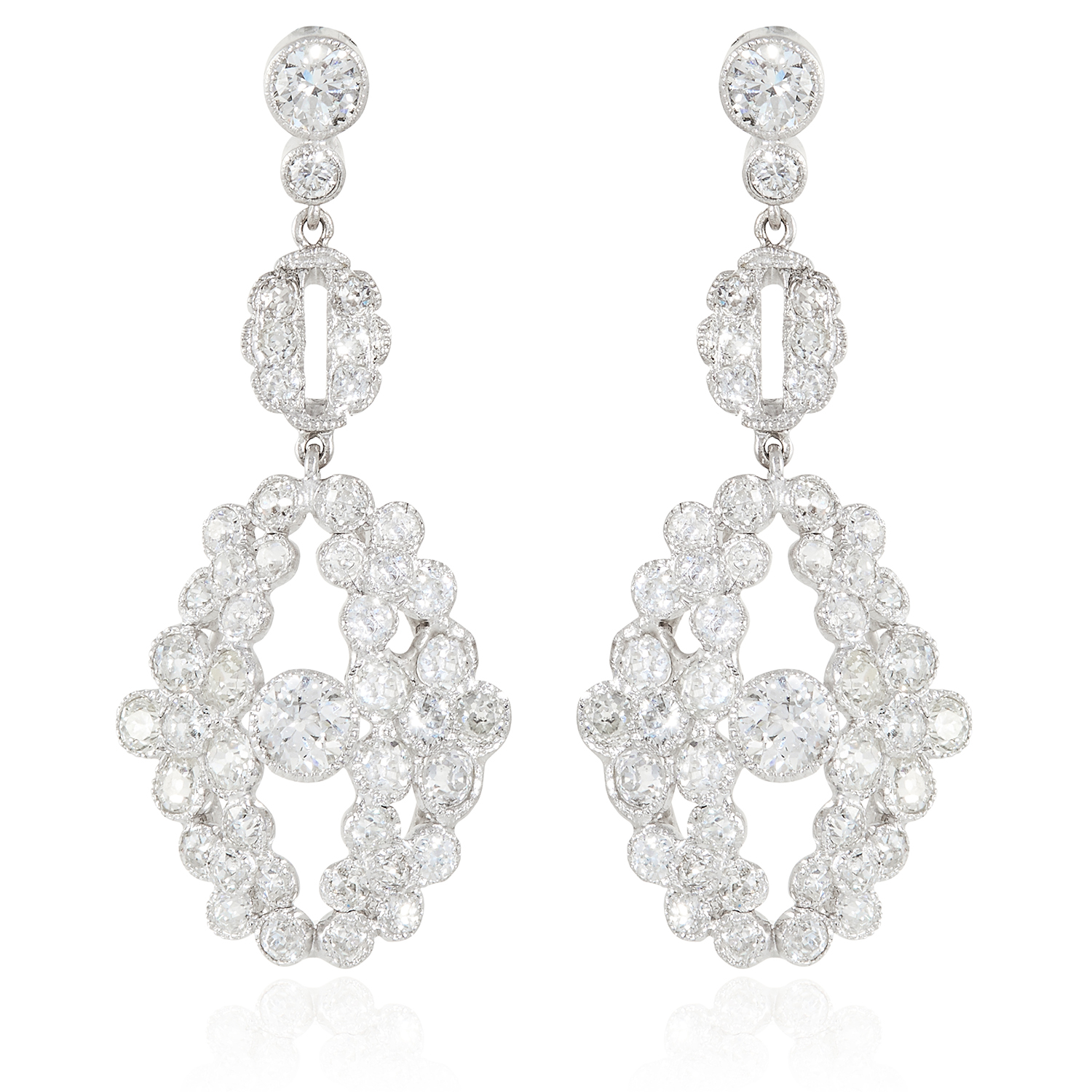 Los 28 - A PAIR OF ANTIQUE 5.25 CARAT DIAMOND EARRINGS in 18ct white gold, each set with a principal old