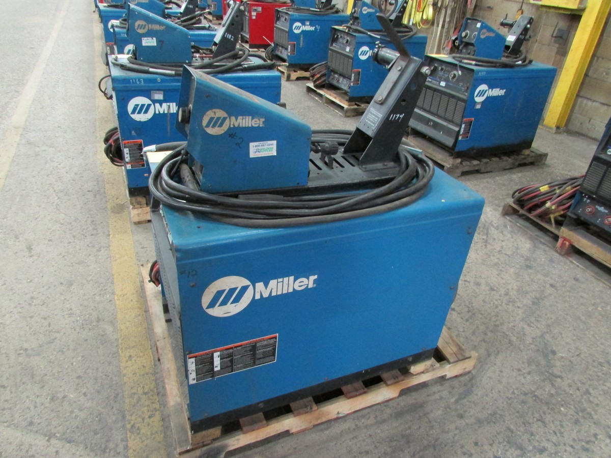 Lot 56 - Miller Dimension 452 welder, s/n LH010929C c/w 70 Series 24V wire feed welding gun w/ generous