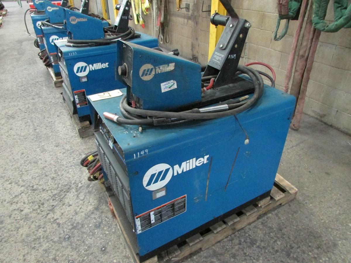 Miller Dimension 452 welder, s/n LF390857C c/w 70 Series 24V wire feed welding gun w/ generous - Image 3 of 3