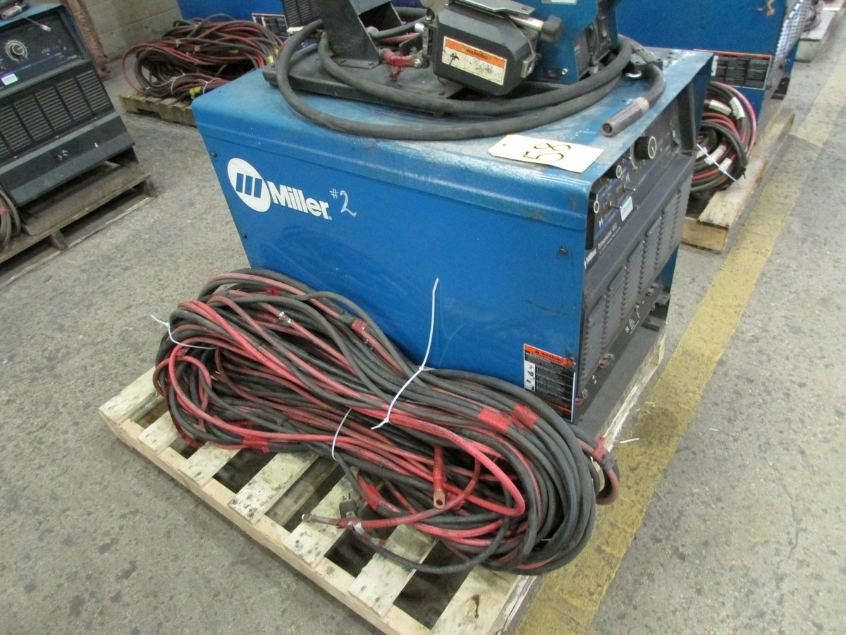 Miller Dimension 452 welder, s/n LC709927 c/w 70 Series 24V wire feed welding gun w/ generous length - Image 4 of 4