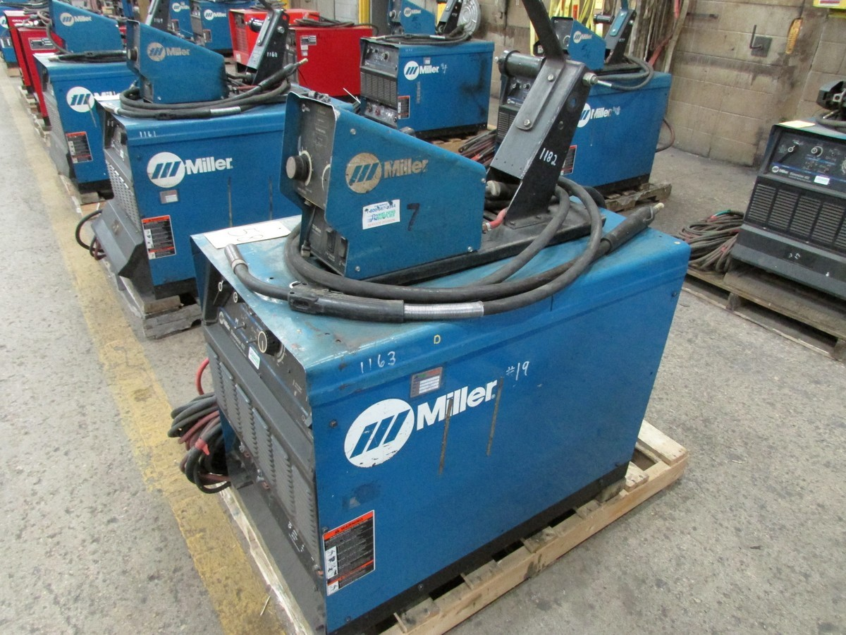 Miller Dimension 452 welder, s/n LC709927 c/w 70 Series 24V wire feed welding gun w/ generous length - Image 3 of 4