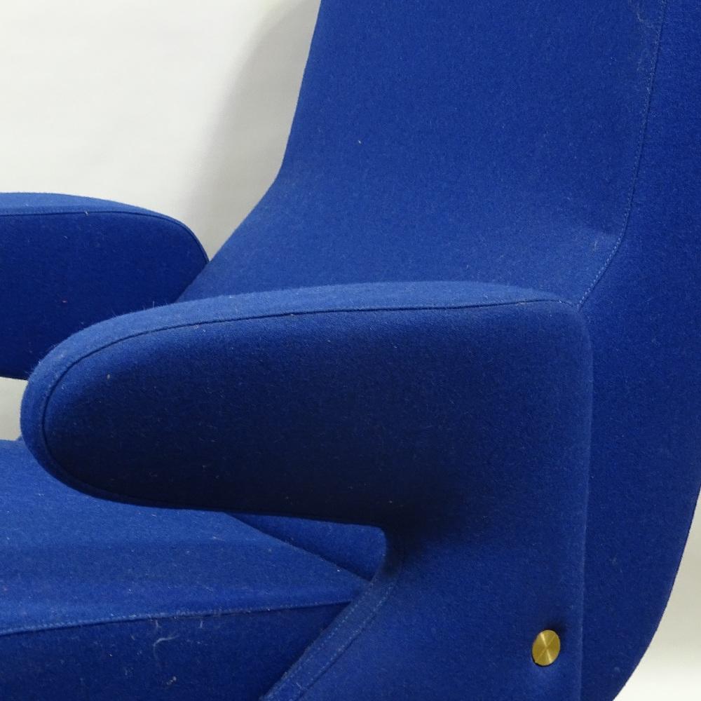 ERBERTO CARBONI FOR ARFLEX - a late 20th Century Italian Delfino / Dolphin lounge chair and Ottoman, - Image 2 of 5