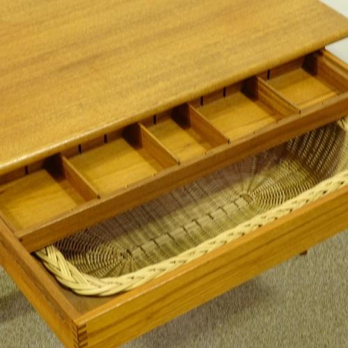 KAI KRISTIANSEN FOR VILDBJERG MOBELFABRIK - a Mid-Century Danish teak modernist sewing / coffee - Image 4 of 5