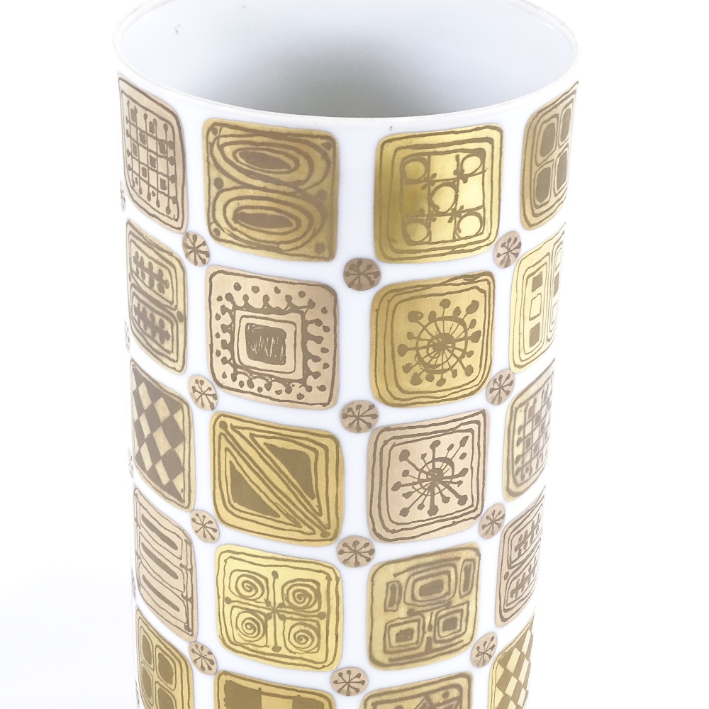 BJORN WIINBLAD FOR ROSENTHAL - a modernist Quatre Couleurs Studio Linie vase, cylindrical form